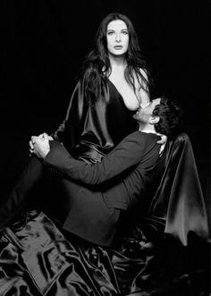 """Humor: de Marina Abramovic para Riccardo Tisci, estilista da grife Givenchy: """"A moda sempre se alimentou da arte. Você é a moda. Eu sou a arte. Chupe meus peitos."""""""